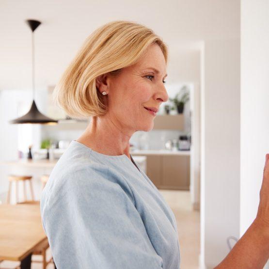 Panele na podczerwień z wbudowanym termostatem - wady i zalety